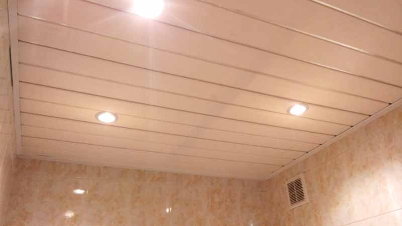 Обшивка стен и потолка пластиковыми панелями