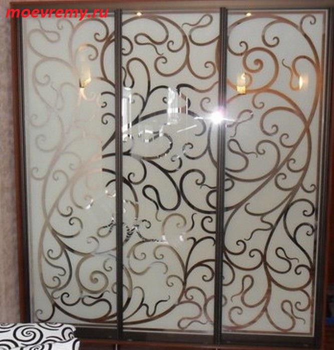 двери с зеркалом и узорами сотрудничали обязательно
