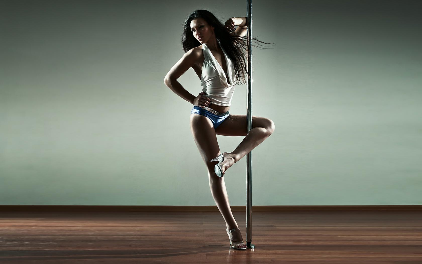 Сексуальная девушка танцует go go 30 фотография