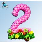 Цифра из воздушных шаров плетеная на полянке