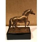 Лошадь бронза на фарфоровом постаменте
